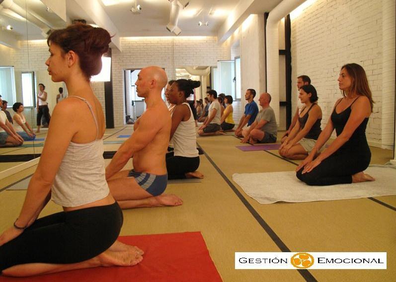yoga grupo foto GE